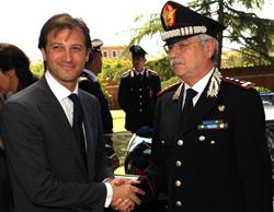 A sx l'Amministratore Delegato Lotus Dany Bahar, a dx il Capo di Stato Maggiore dell'Arma dei Carabinieri Gen.C.A. Arturo Esposito