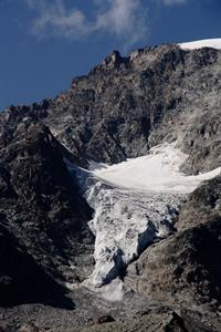 09. Un'altra suggestiva immagine che ritrae un piccolo ghiacciaio nelle vicinanze di quello del Morteratsch